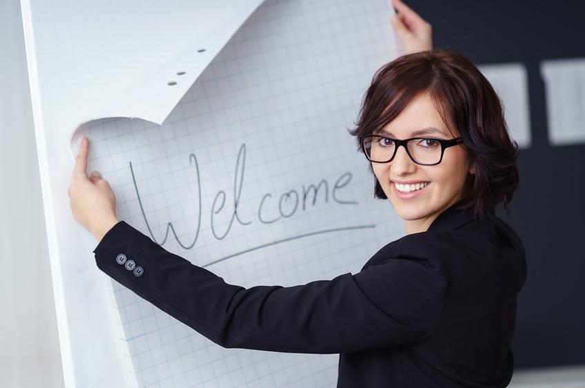Die Ausbildungen von COATRAIN®, dem bundesweit ersten Anbieter von Business Coaching-Weiterbildung, zeichnen sich dadurch aus, dass zwei Profis mit jahrzehntelanger Erfahrung im Führungskräftecoaching sich als Ausbilder über die Schulter blicken lassen und ihre Expertise konsequent teilen, um alle Absolventen in die Lage zu versetzen, ihrerseits professionelles Coaching im organisationalen Umfeld und für Privatkunden betreiben zu können.